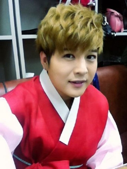 Super Junior's Shindong Looks Good in a Hanbok