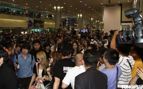 Airport Paralyzed as SNSD Visits Taiwan for Their 2nd Concert