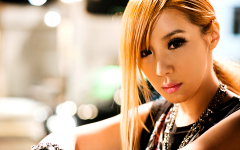 2ne1s-park-bom-updates-were-at-daras-second-home-country_image