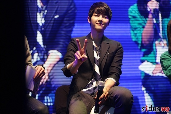 Song Joong Ki Holds Successful Fan Meeting in Thailand