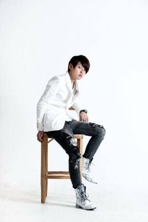 "U-Kiss' Dongho's Fierce New Look for ""MAXIM"""
