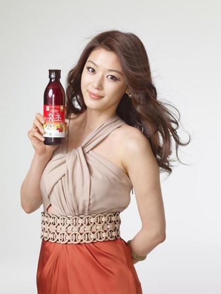 Jun Ji-Hyun as Chung Jung Won Model
