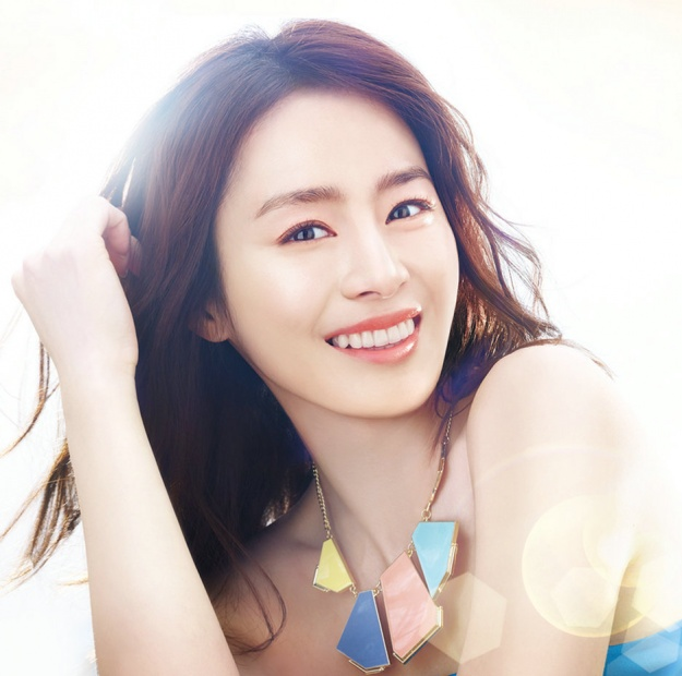 Kim Tae Hee's Winks Make Hearts Flutter