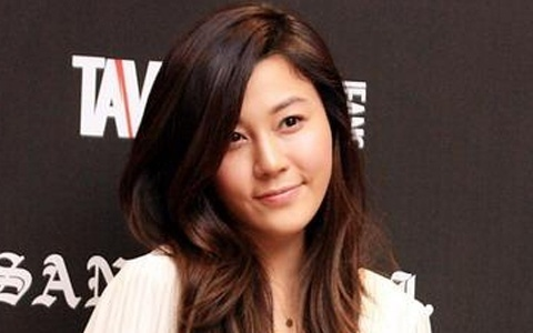 Photo of Actress Kim Ha Neul in a Swimsuit Surfaces