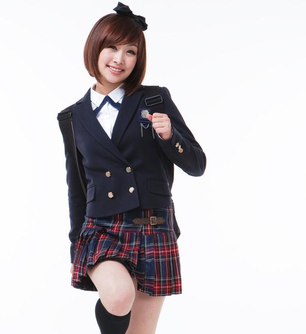 kara-nicole-thanks-nana-and-key-for-coming-to-concert_image
