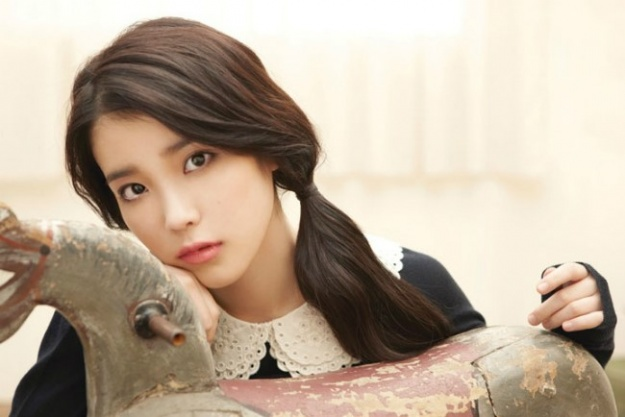 IU Draws a Sexy Peach and Receives Compliments from Uncle Fans