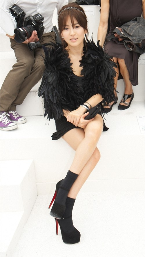 More Details on Song Hye Gyo at Chanel's Collection Show