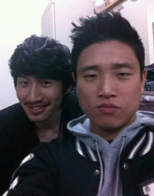 """Running Man Castmates Help Lee Kwang Soo in Upcoming Film """"Wonderful Radio"""""""