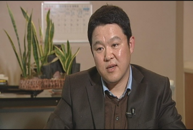 Comedian Kim Gura Suspends Activities for Calling Comfort Women Prostitutes