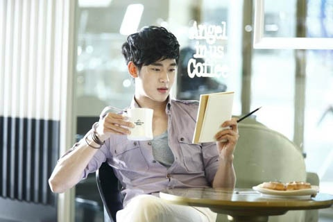 Kim Soo Hyun Wanted by Producers, Advertisers, AND Idols