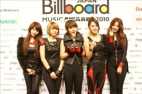"4minute wins ""K-POP New Artist Award"" at the Billboard Japan Music Awards 2010"
