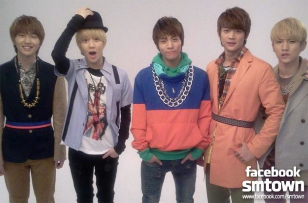 SM Town's Facebook Shares Photos of SHINee on Their Way to London