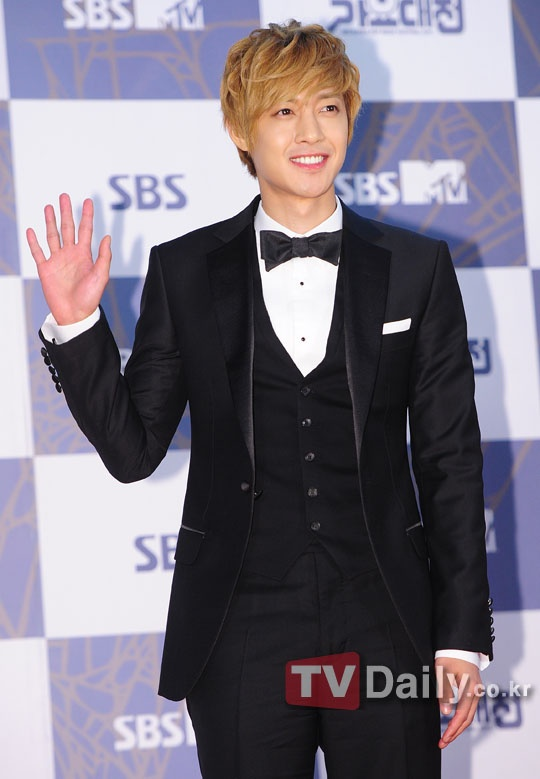 Kim Hyun Joong Sells 100,000 Albums within First Week of Japanese Release