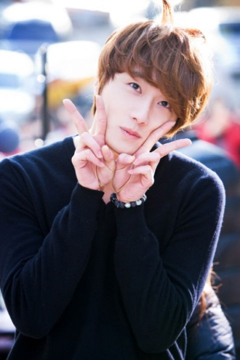 """""""Flower Boy Ramyun Shop's"""" Jung Il Woo Delights Fans with Adorable Hairstyle"""