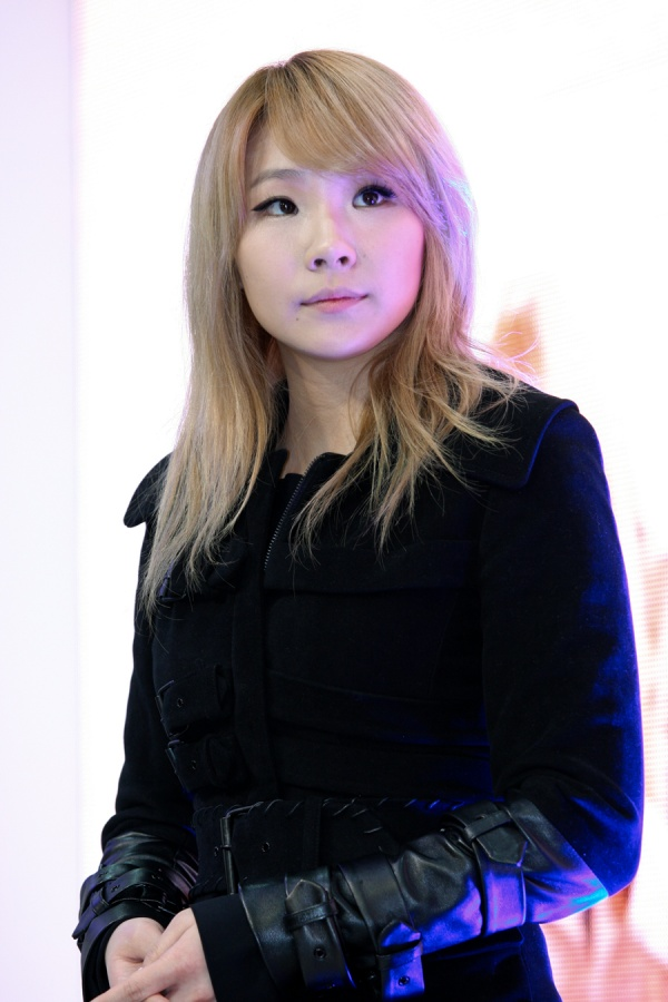 2NE1 CL Underwent Double Eyelid Surgery?