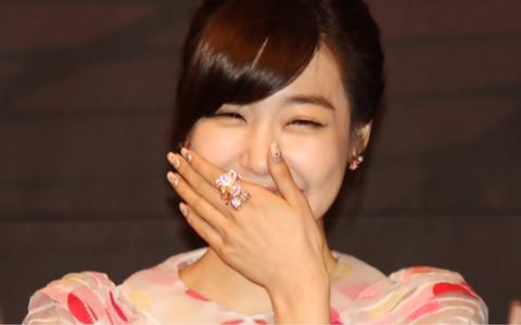SNSD Tiffany's ₩300,000 ($260) Manicure!