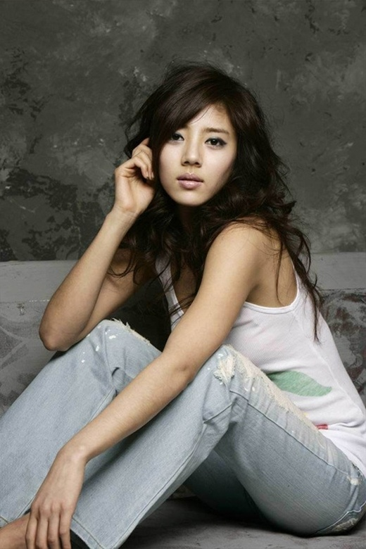 Son Dam Bi Shows Off Her Sizzling Beauty