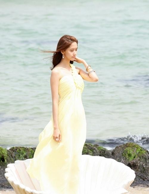 Girls Generation's YoonA Looks Like a Goddess