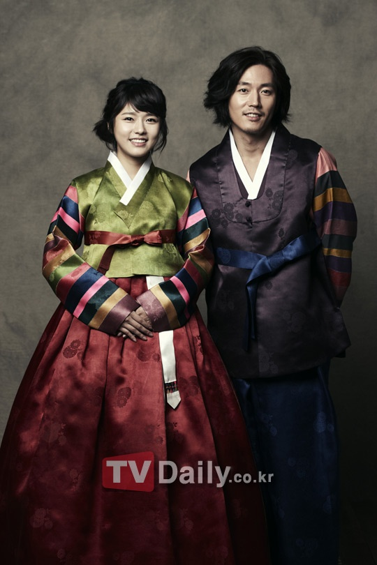 SidusHQ to Release Calendar Featuring Celebs in Hanbok