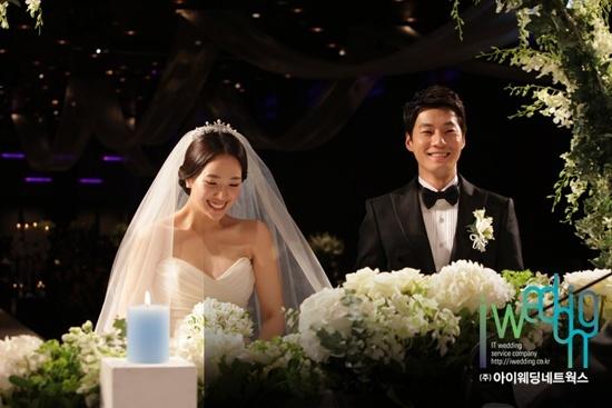 Stars Attend Lee Chun Hee and Jeon Hye Jin's Wedding
