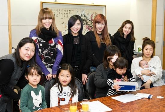 2NE1 Helps Hearing Impaired Children