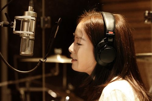 Is Kim Tae Hee Preparing to Become a Singer?