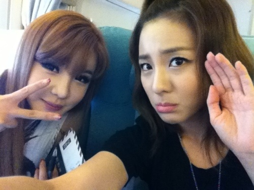 2NE1's Dara and Bom Say Goodbye to Their Fans Before Departing to Japan