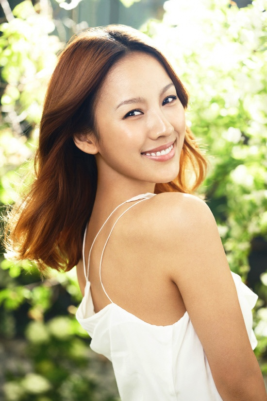 "Lee Hyori Shows Off Fantastic Figure for ""Nutra-Life"""