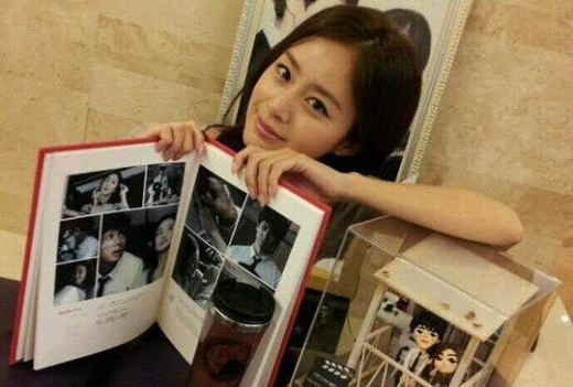 Kim Tae Hee Shows Off Her Japanese Fan Love!