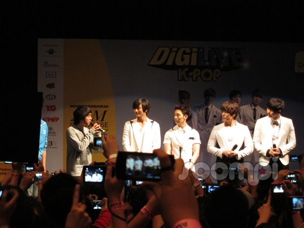 2AM Autograph Session in Kuala Lumpur