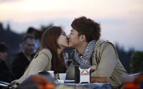 "Eugene & Ki Tae Young Share a Romantic Kiss on ""Coffee Road"""