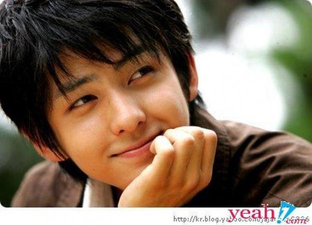 Super Junior's Kibum Updates Fans with a New Picture
