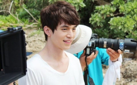 "Lee Dong Wook Confirmed as the New MC of ""Strong Heart,"" Netizens Express Doubts"