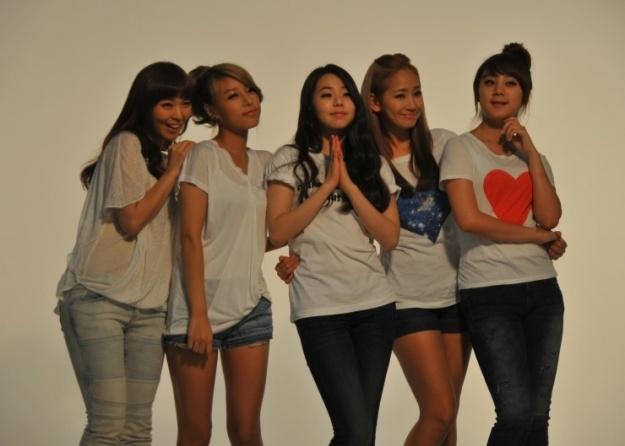 Wonder Girls Tweet From Their Nickelodeon Movie Set