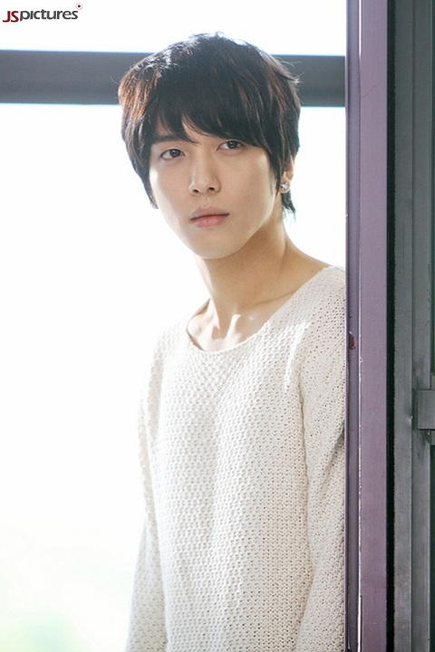 """""""Heartstrings'"""" Jung Yong Hwa Surprised and Grateful for Fan Club Treats"""