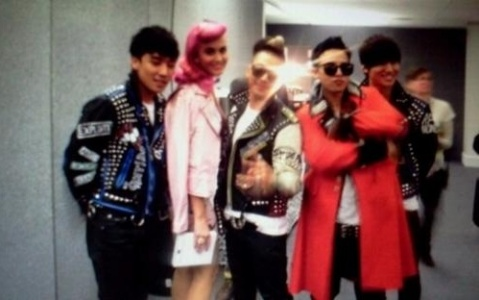 Big Bang and Katy Perry Take a Picture Together