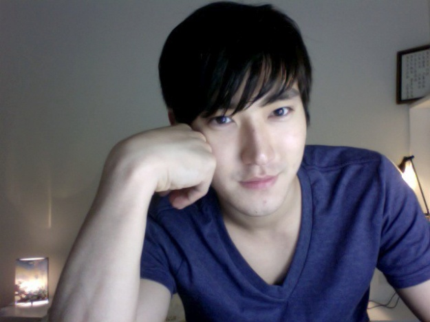 "Choi Siwon Tweets from ""Poseidon"" Filming Set"