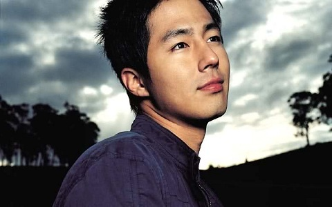 Past Photo of Jo In Sung Giving a Piggy Back Ride to Lee Min Ho Surfaces