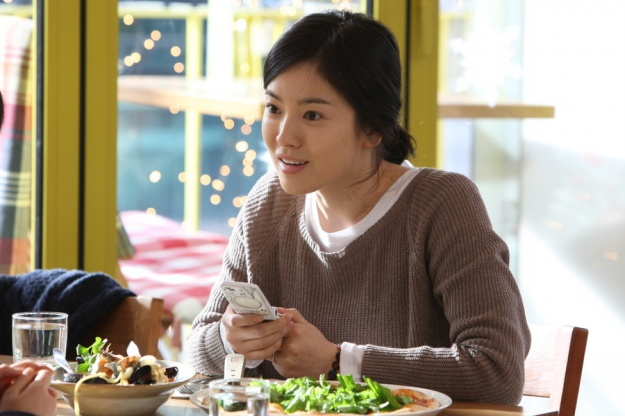 "Song Hye Gyo Talks About Her Complicated Role in Latest Movie ""Today"""