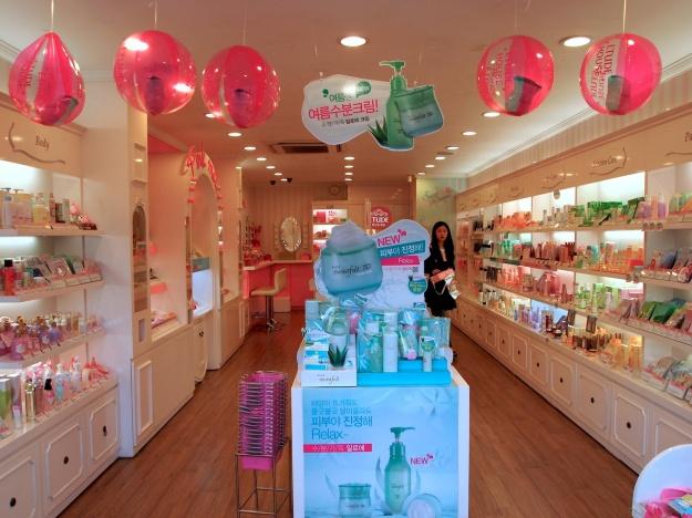 Cosmetics Brand Overview: Etude House (Sandara Park, Park Shin Hye, Go Ara)