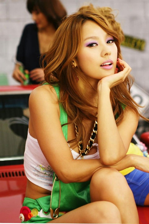 Lee Hyori Tells Paparazzi to Stop
