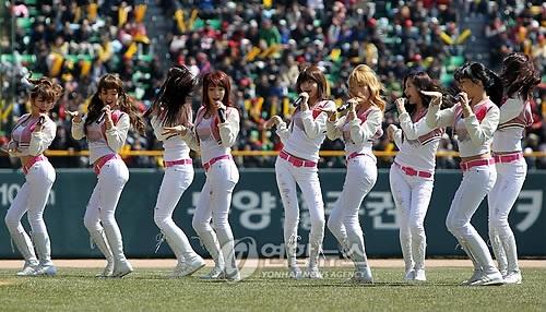 Doosan Bears vs Kia Tigers 03.28.10 (SNSD)