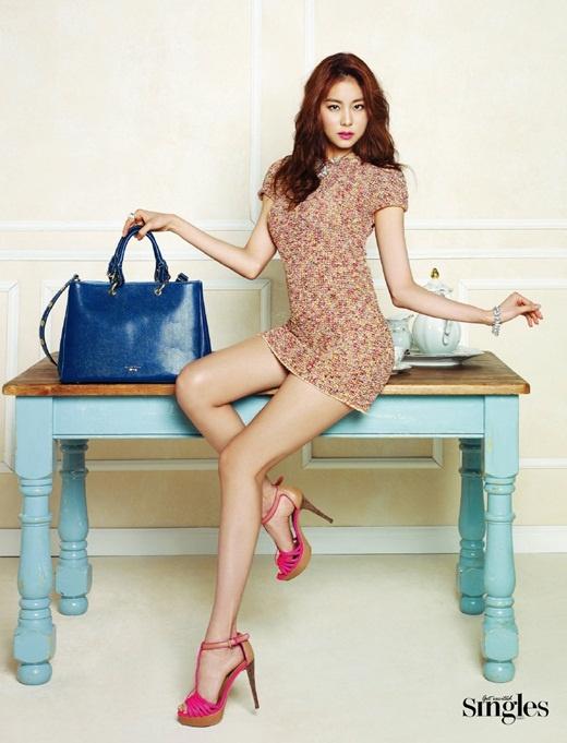 """Uee for """"Singles"""" Samantha Thavasa Fashion Shoot"""