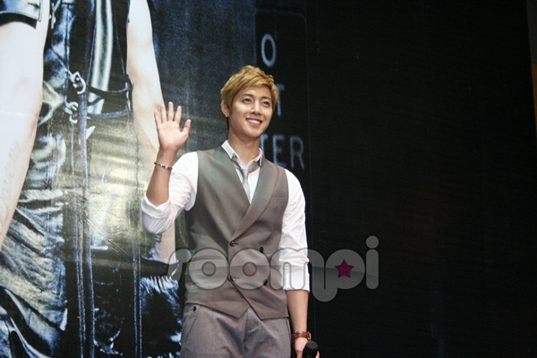Kim Hyun Joong Meet and Greet High-Five Session in Malaysia
