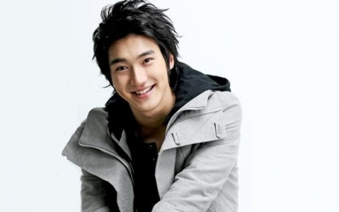 Super Junior's Siwon Donates Two Tons Of Rice To The Needy