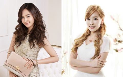 Girls' Generation Yuri Tries (and Fails) to Fix Taeyeon's Stage Costume