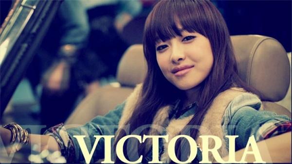 f(x)'s Victoria's 'Straw Photo' with Chic Smokey Eyes