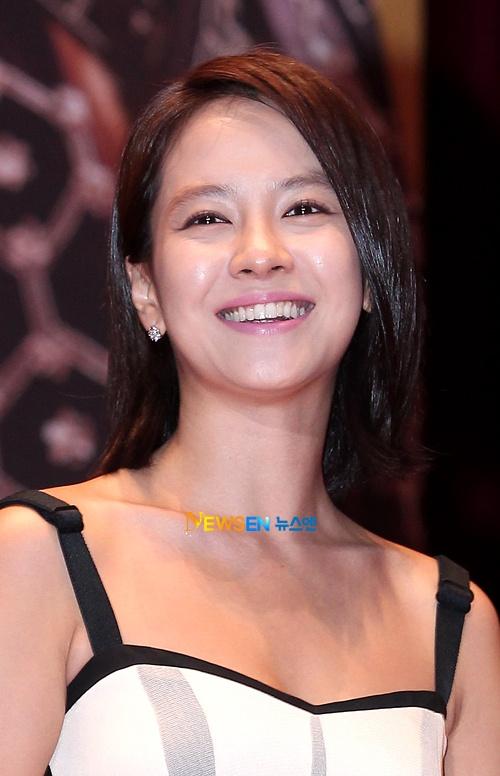 """Song Ji Hyo's Manager Lashes Out Regarding """"Gyebaek"""" Set"""