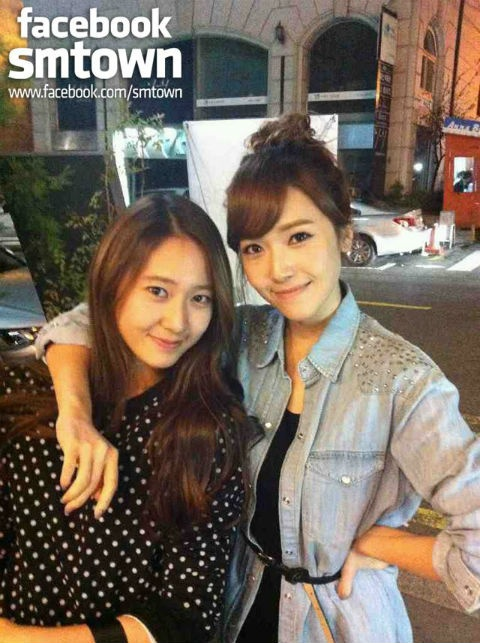 SNSD's Jessica is a Touchy-Feely Sister – Hugs and Kisses Galore!