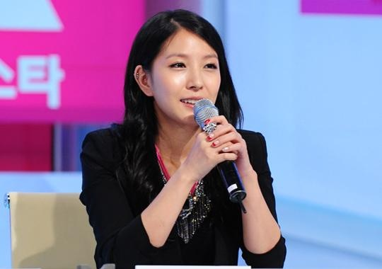 """BoA Reveals Her Secret to Beautiful Skin with """"Sure"""" Magazine"""